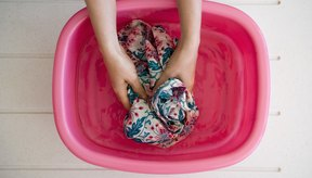Lavar a mano preserva la calidad de la tela.