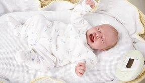 Una causa común de distensión abdominal en los bebés son los gases.