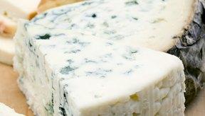 El queso azul puede quedar lejos de la embarazada debido al riesgo de cierta bacteria.