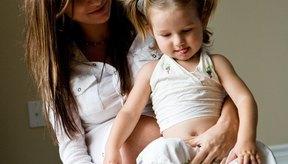 Intenta evitar levantar a tus niños mientras estás embarazada.