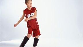 Los movimientos de giros y discordantes del fútbol pueden llevar al dolor de rodilla.