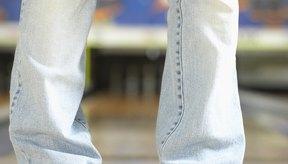 Cose tus pantalones rotos en lugar de comprar unos nuevos.