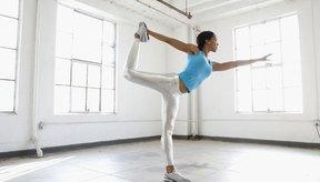 La posición del bailarín abre tus caderas y prueba tu equilibrio.