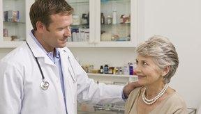 Un doctor puede diagnosticar el hipotiroidismo por medio de pruebas sanguíneas.