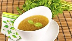 Los jugos y los caldos pueden servirse como alternativa a los aderezos de ensalada.