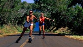 Patinar es un ejercicio aeróbico, sin embargo correr quema más calorías.