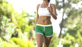Caminar a paso ligero puede ayudarte a mantener tu peso bajo control para reducir la celulitis.