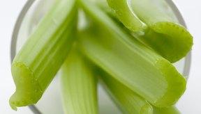 Rico en fibra dietética, el apio también es bajo en grasa.