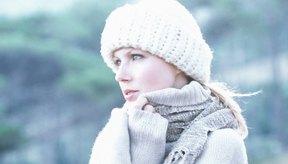 Atar una bufanda de una manera simple pero elegante es esencial para lograr un aspecto acabado.
