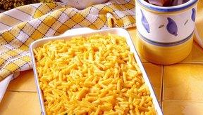 Haz los macarrones con queso en casa en lugar de confiar en la caja del producto procesado.