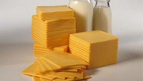 El queso hecho con 2% de leche es bajo en grasas.