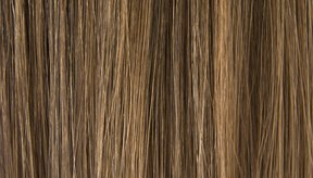 Los mechones de cabello humanos están compuestos de tres capas principales: la cutícula, la corteza y la médula.