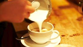 Las cremas para café no lácteas suelen contener grasas trans e ingredientes procesados.
