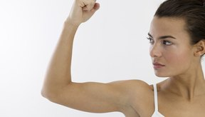 Los ejercicios de fuerza pueden ayudarte para recuperarte lentamente de una lesión de bíceps.