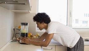 Para controlar el número de calorías, agrega vegetales con solo una pieza de fruta a tu batido.