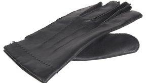 La piel de cordero es usada para hacer guantes de vestir más que guantes de trabajo.