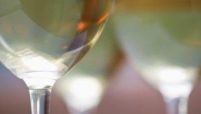 El vino blanco tiene menos calorías por vaso que el vino tinto.