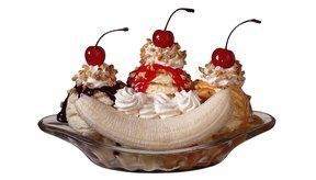 Los banana splits pueden estar cargados de calorías y grasa.
