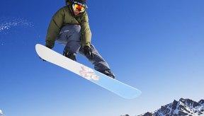 El snowboard requiere una buena posición para saltar.