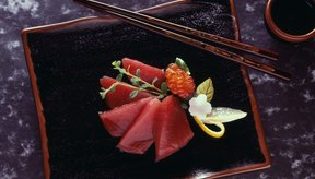 Come atún de aleta amarilla como fuente de selenio.