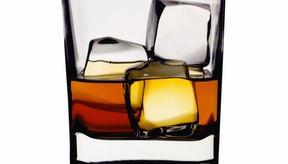 El beber alcohol podría ser la raíz de los problemas en la relación de pareja.