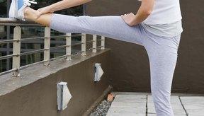 Estírate dos a cuatro días por semana para aumentar tu flexibilidad.