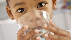 Los requerimientos de líquidos varían dependiendo del peso de tu hijo.