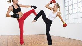 Esta acción estimula la respiración adecuada y endurece los músculos de la base, y los prepara para absorber golpes y patadas.