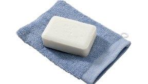 Usa jabón suave no comedogénico.