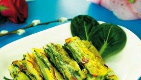 La espinaca y el brócoli son algunos de los alimentos ricos en fibra que satisfacen tus necesidades de vitaminas y minerales a la vez.