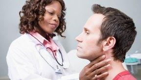 El riesgo de desarrollar problemas de garganta aumenta con fumar de forma recurrente.