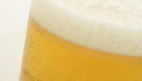 El modo más evidente de reducir la hinchazón generada por el alcohol es recortar el consumo.