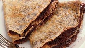 Las crepas pueden estar rellenas con chocolate u otros ingredientes dulces para servirse como postre.