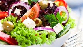 Consume ensalada griega.