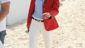 El traje social de montar de Charlotte Casiraghi siempre se ve fantástico.