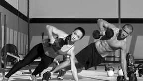 El levantamiento de pesas también ayuda a quemar la grasa del cuerpo.