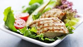 Las proteínas, como las que se encuentran en las nueces y en la carne, requieren más energía para digerirse que las grasas o los carbohidratos.