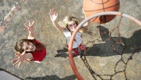 Tus estudiantes pueden mejorar sus habilidades de baloncesto mientras se divierten al mismo tiempo.