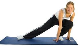 Estira los músculos cansados después de tus ejercicios en el gimnasio.