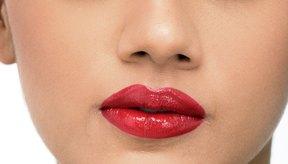 Escoger la textura correcta para tu maquillaje puede borrar años de tu apariencia.