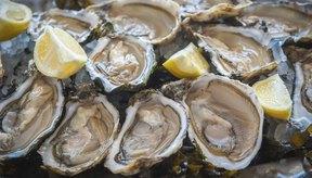 Plato de ostras con limón.
