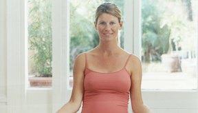 El yoga prenatal puede mejorar la circulación y la postura.