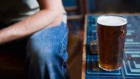 Las calorías en una pinta de cerveza varían dependiendo del tipo de cerveza que escojas.