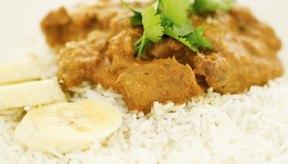 Agregar condimentos puede aumentar drásticamente las calorías de los platos de arroz.