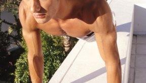 Realizar flexiones contribuye a ejercitar los lados de tu pecho.