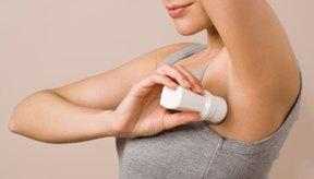 El desodorante puede producir dermatitis y causar la aparición de espinillas.