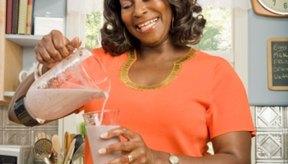 Utiliza una licuadora para hacer puré tus comidas, frutas y verduras a la hora de consumir una dieta semisólida.