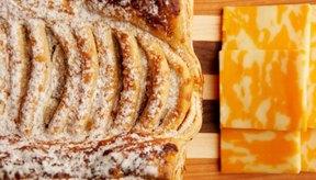 El pan requiere de dos ingredientes principales: harina y agua.