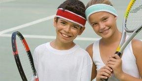 Utiliza juegos y ejercicios para que el tenis sea divertido para los niños.