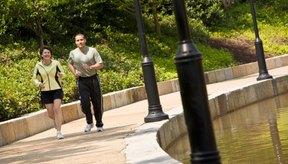 Los pantalones de correr, de chándal o jogging son sólo una capa de tu atuendo para entrenar.